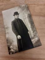 MANN IN DEUTSCHLAND DAZUMAL - PHOTOGRAPH HANS KINDER - MALER HANS KINDER ? - DRESDEN ? - HERR MIt MELONE - 1920 - Personnes Anonymes
