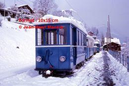 Reproduction Photographie D'un Train BVB Sous La Neige à Gryon En Suisse 1975 - Repro's