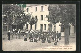 CPA Lyon-Villeurbanne, Institution Des Sourds-Muets, Cours Et Preaux - Villeurbanne