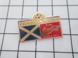 713K Pin's Pins / Beau Et Rare / THEME : SPORTS / FOOTBALL MONDIAL 90 ITALIE DRAPEAU ECOSSE COCA-COLA - Calcio
