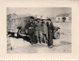 Photo Militaires Avec Jeep à Bekkaria En Algérie Année 1958,format 7/9 - Guerra, Militares