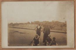 X80072 Rare AULT Somme Carte-Photo 1900s Scène De Bain Maillot Homme Plage Falaise // Peu Commun - Ault