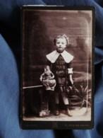 Photo CDV Saulieu à Paris - Fillette Et Sa Poupée, Circa 1885-90 L515A - Photographs