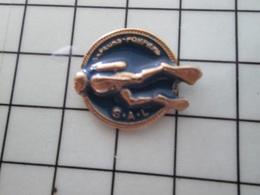 713K Pin's Pins / Beau Et Rare / THEME : SPORT / PLONGEE SOUS MARINE HOMME GRENOUILLE SAPEURS POMPIERS SAL - Buceo