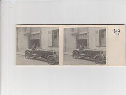 2 PHOTO COLLÉES SUR CARTON (5x5.5 Cm) HOMME ET JEUNE GARÇON SUPERBE ANCIENNE VOITURE AOÛT 1935 - Automobili