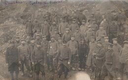"""CARTE PHOTO:BOURBRIAC (22) SOLDATS ALLEMANDS """" BOCHES """"PRISONNIERS AU TRAVAIL..ÉCRITE - Francia"""
