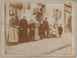 Photo Ancienne 105 Mm X 80 Mm Sur Carton - 1906 - Famille Lefèvre Et Voisins à Montmirail 51 (Marne) - Scan R/V - Places