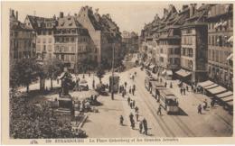 STRASBOURG - LA PLACE GUTENBERG ET LES GRANDES ARCADES - SUPERBE ANIMATION AVEC TRAMWAYS - VERS 1930 - Strasbourg