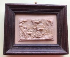 BAS RELIEF PIERRE CALCAIRE PETRIFIEE CADRE EN BOIS XIXe SIECLE - Sculptures
