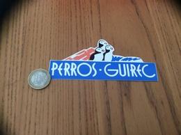 AUTOCOLLANT, Sticker «PERROS-GUIREC (22)» (macareux, Oiseau) - Autocollants