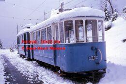 Reproduction Photographie D'un Train BVB à L'arrêt Sous La Neige à Gryon En Suisse 1975 - Repro's