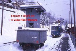 Reproduction Photographie D'un Wagon BVB Technique En Bois à Gryon En Suisse 1975 - Repro's