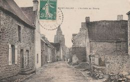 CPA TOILÉE:SAINT SULIAC (35) ARRIVÉE AU BOURG..ÉCRITE - Saint-Suliac