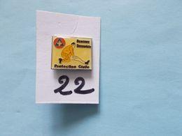 PIN'S - Protection Civil  Devenez Secouriste   - Voir Photo ( 22  ) - Firemen