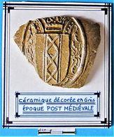 Céramique Décorée En Grès. Epoque Post Médiévale. - Arqueología