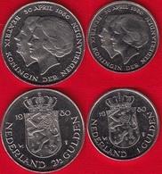 "Netherlands Set Of 2 Coins: 1 - 2 1/2 Gulden 1980 ""New Queen"" UNC - [ 3] 1815-… : Royaume Des Pays-Bas"