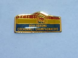 Pin's BOULODROME COCHONNET CHAMPAGNACOIS - Pin's
