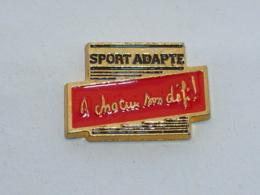 Pin's SPORT ADAPTE, A CHACUN SON DEFI - Pin's