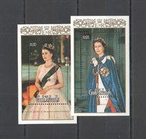 RR335 1986 COOK ISLANDS GOLD ROYALTY QUEEN ELIZABETH II 60TH BIRTHDAY 2BL MNH - Royalties, Royals