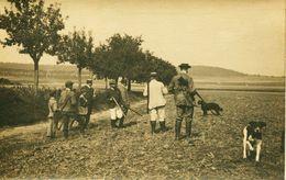 14363  CHASSE  :  GROUPE DE CHASSEURS DEBUT DE SIECLE ATTENDANT LE GIBIER  Carte Photo D'avant 1904 - Jagd