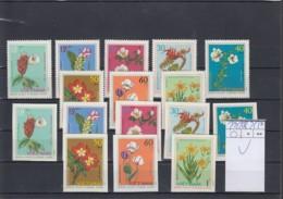 Vietnam Michel Cat.No. Unused 795/902 + U Flowers - Vietnam