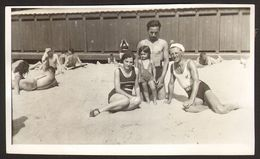 Two Men And Woman On Beach Old Photo 11x7 Cm #29514 - Anonyme Personen