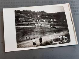 FAMILIE IN DEUTSCHLAND DAZUMAL - DAMPFER LAUBEGAST - DRESDEN - KINDER PLANTSCHEN IM WASSER - ELBE - 1930 - Barcos