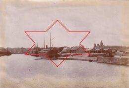 Photo Vers 1900 CAEN - Bassin Du Commerce, Bâteau (A223) - Caen