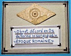 Objet Décoré En Os De Forme Losangique. Epoque Romaine. - Arqueología