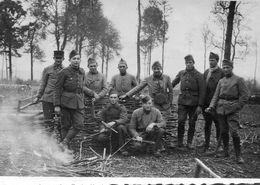 Photo De Soldats Francais Autour D'un Feu En Foret De Saint-Germain Vers 1930 - Oorlog, Militair
