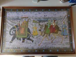 """Peinture Sur Satin Encadrée """" Personnes Sur Chameau Et éléphant """"( 75 X 50 X 3 Cm ) Radjastan - Art Oriental"""