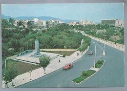 EL.- IRAKLION. KRETA. Central Street. Rue Central. Zentrale Strasse. Old Car. Monument To The Battle Of Crete/. - Greece