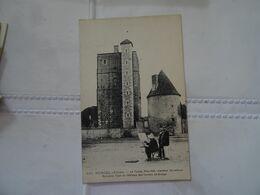CPA 03  HURIEL . La Toque . Ancienne Tour Du Château Des Comtes De Brosse Animée Par Un Peintre TBE - France
