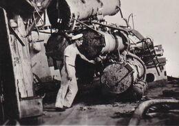 PHOTO ORIGINALE 39 / 45 WW2 MARINE FRANCAISE LE CONTRE TORPILLEUR AUDACIEUX APRES SON COMBAT  23 SEPT 40 MARIN A BORD - Krieg, Militär