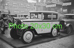 RARE PHOTO FORMAT 20x30 Cm ............... ROSENGART DANS UN SALON PEU AVANT 1930 - Auto's