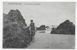 VILLERS SUR MER EN 1913 - LES ROCHERS AUX MOULES AVEC PERSONNAGE - CPA VOYAGEE - Villers Sur Mer