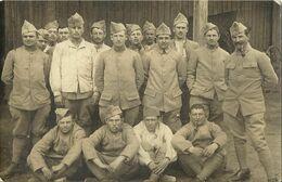 8751 CPA Groupe De Militaires   - 71 Sur Les Cols - Regiments