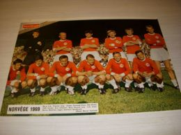 FOOTBALL COUPURE PRESSE FM026 COULEUR 32x24 EQUIPE NATIONALE NORVEGE 1969 - Fussball