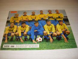 FOOTBALL COUPURE PRESSE FM027 COULEUR 32x24 EQUIPE NATIONALE SUEDE 1969 - Fussball