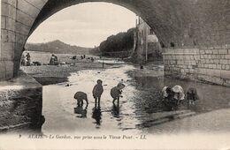 ALÈS Alais. Le Gardon, Vue Prise Sous Le Vieux Pont. Blanchisseuses. Enfants Pêchant Les écrevisses - Alès