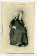 85 ST SAINT GILLE CROIX De VIE Une Fileuse Maraichine Costume Vendéen  Num 38 Collection Boutain   /D01-2017 - Saint Gilles Croix De Vie