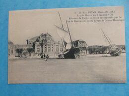 17: ROYAN :RAZ De MAREE Du 09/01/1924,BATEAUX Et PILOTE,ECHOUES Devant Le CASINO MUNICIPAL ,animée ,C.P.A.,en Bon état - Royan