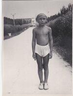 Cute Kid Boy Alley Beach In Shorts Children Summer Rest Garçon Old Photo Snapshot Swimsuit - Anonymous Persons