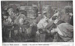 PARIS - UN COIN DES HALLES CENTRALES - MAGNIFIQUE ANIMATION - VERS 1900 - Petits Métiers à Paris