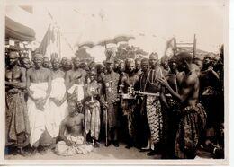 REF MOUT1 : Photo Originale Ancienne 18 X 13 Cm Benin Dahomey Porto Novo Le Roi Gbéhinto Et Ses Ministres Juillet 1932 - Afrique