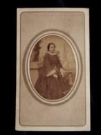 Photo CDV Jules Robuchon à Fontenay - Femme En Pied, En Médaillon Second Empire, Circa 1865 L518 - Foto