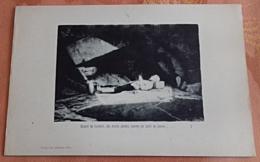 Baigné De Lumière, Les Mains Jointes Comme Un Saint De Pierre (Collographie) - Bretagne