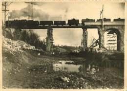 210820A - PHOTO RIMBAULT MAINTENON 28 - 1944 PONT CHEMIN DE FER GARE TRAIN PASSAGE LOCOMOTIVE VAPEUR RECONSTRUCTION - Maintenon