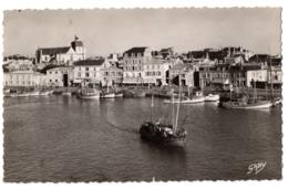 CPSM PF 85 - SABLES D'OLONNE (Yonne) - 45. Le Port Et Le Quai De La Poissonnerie - Sables D'Olonne