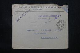 MADAGASCAR - Griffe De Taxe De La Poste Aérienne De Tananarive Sur Enveloppe En 1945 Pour Marseille - L 69070 - Covers & Documents